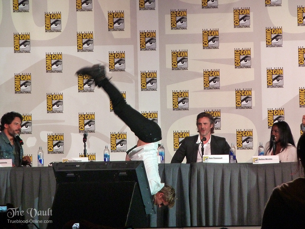 ryanhandstand2 Ryan Kwanten Does A Handstand At Comic Con 2012