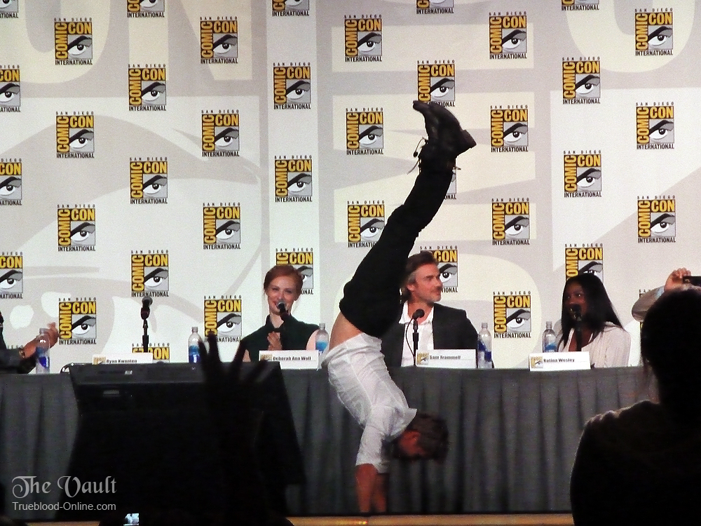 ryanhandstand3 Ryan Kwanten Does A Handstand At Comic Con 2012
