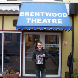 Anna Paquin and Stephen Moyer sign magazine for auction to benefit Brentwood Theatre