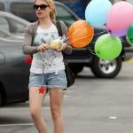 Anna Paquin goes balloon shopping