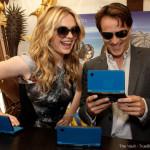 Anna, Stephen and Sam play Nintendo at Comic Con