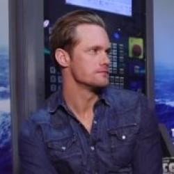 Alexander Skarsgård Jokes That Chris Meloni is 'Hot'
