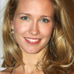 "Anna Camp to star in new Play ""Verite"""