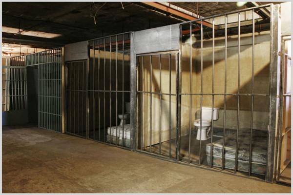 willowbasement_jail_24