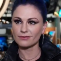 Anna Paquin chats True Blood and her new hair color