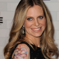 Kristin Bauer shows off new tattoo