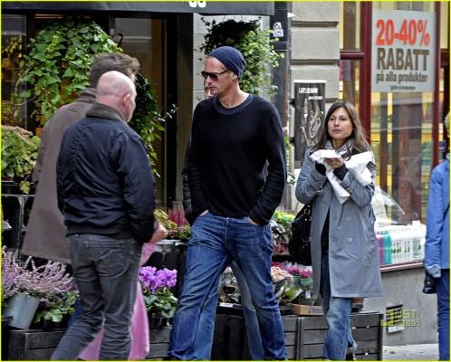 alexander skarsg229rd walks with friends in stockholm