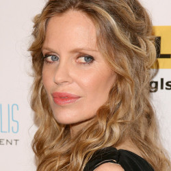 Kristin Bauer on speaking Swedish and her cast members on True Blood