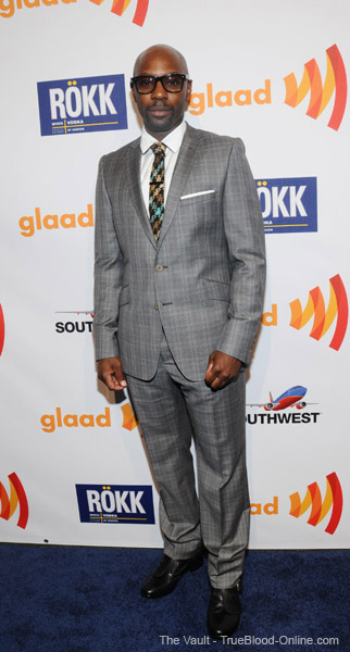 Nelsan Ellis presents at the GLAAD Media Awards | TrueBlood-Online com