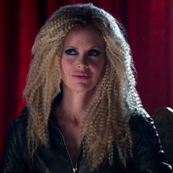 Kristin Bauer reveals story behind impressive Pam hairdo
