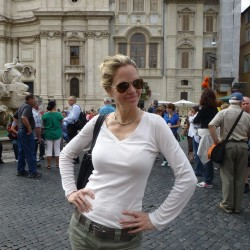 Kristin Bauer van Straten goes sightseeing in Rome