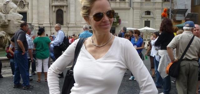 Kristin Bauer van Straten goes sightseeing in Rome