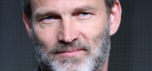 Stephen Moyer can't get away from wearing fake teeth